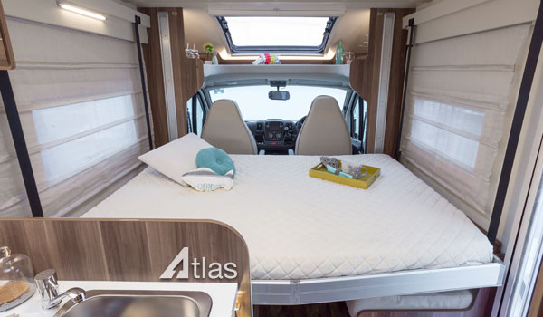 Luxury Motorhome : 2 or 4 Berth (Automatic)7