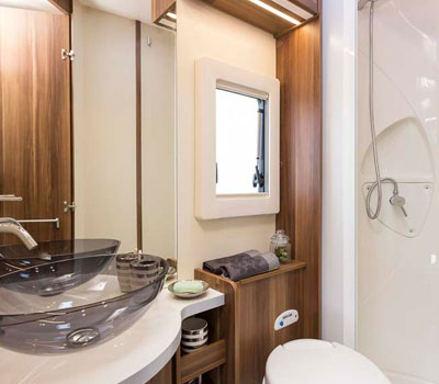 Premier Motorhome : 2-4 berth with fixed bed (Manual)6