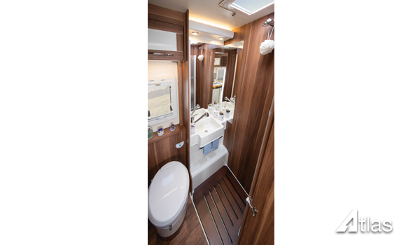 Premier Motorhome Hire – 5 Berth with Rear Lounge (Automatic)7