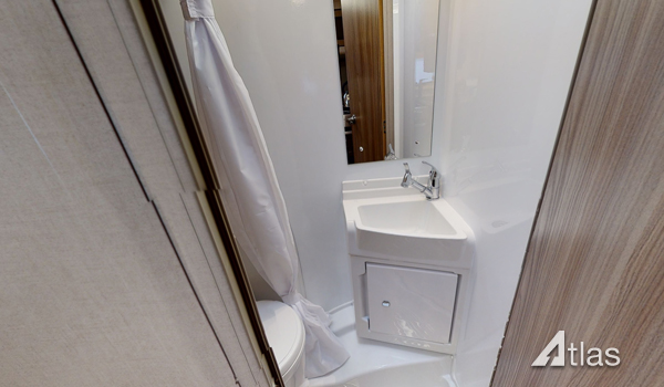 Premier Motorhome Hire: 6 berth with rear beds (Manual)7